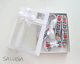 Doplnky - Darčekový balíček - kazeta - set pre pár - motýlik a traky + dámsky opasok - biely - folklórny - 13838417_