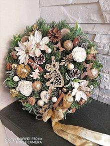 Dekorácie - Vianočny veniec v zlatej s anjelom 30cm - 13838674_