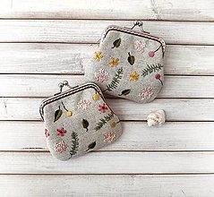 Peňaženky - Vyšívaná peňaženka S Žlté a ružové bobuľky - 13842278_