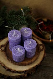 Svietidlá a sviečky - Mrazivé adventné sviečky - tmavofialové - 13848143_
