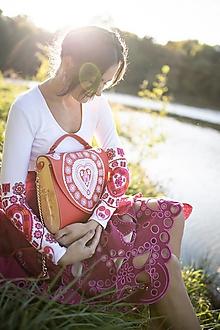 Tričká - vyšívané tričko Srdce z čepca - 13846154_