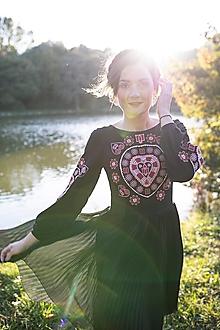 Šaty - čierne plisované šaty Srdce z čepca - 13846187_