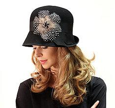 Čiapky, čelenky, klobúky - Klobúk Perlička - čierny s perličkou a kameňmi - 13846102_