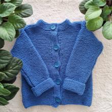 Detské oblečenie - Pletený modrý svetrík - 13849809_