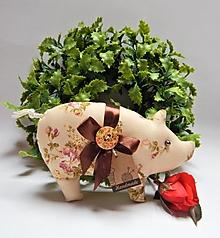 Dekorácie - Prasiatko pre radosť - béžové s dreveným gombíkom - 13846407_