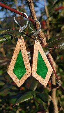 Náušnice - Drevené náušnice so živicou  vyrobené z bukového dreva a háčiky sú zo striebra. .Rôzne farebné prevedenia aj na želanie. - 13851425_