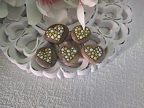 Drobnosti - Žltobiele srdiečka - Na kameni maľované - 13858550_