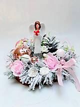 Dekorácie - Vianočná dekorácia s anjelom ružová - 13858170_