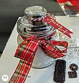Svietidlá a sviečky - Vianočná vonná sviečka s praskajúcim dreveným knôtom - 13857947_