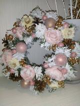 Dekorácie - Vianočný ružový veniec - 13858499_