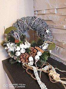 Dekorácie - *Prírodný vianočny veniec s krajkou - 13857458_