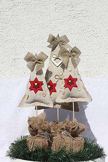 Dekorácie - Prírodné vianočné dekorácie - vianočné stromčeky - 13859883_