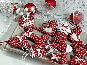 Dekorácie - Vianočné ozdoby vločky na červenej II. - 13866924_