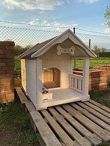 Nábytok - Masívna drevená búdka s terasou L - 13869614_