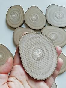 Dekorácie - Drevené plátky nepravidelné - priemer 6x8 cm, balenie 10+1ks - 13875978_
